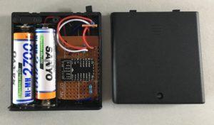 ESP8266-12E Modul mit einem DS18B20 Sensor in einer Batteriehalterung